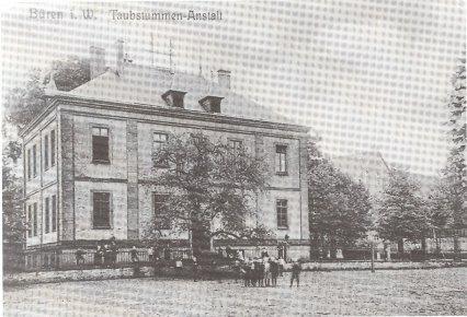 Das Schulgebäude im Jahre 1905