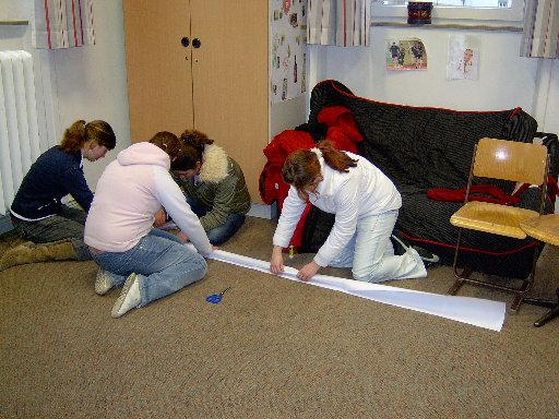 Diese Schüler planen den Bau eines besonders hohen Turms.