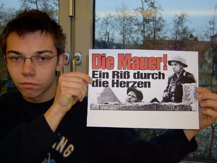 """Yannik hat ein aussagekräftiges Bild zur Problematik """"Berliner Mauer"""" gefunden."""