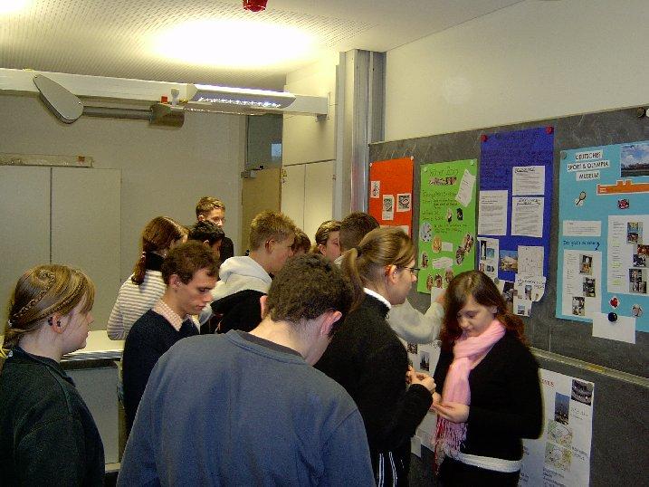 Nach der Präsentation von bedeutenden Kölner Sehenswürdigkeiten entscheiden sich die Schüler für diejenigen, die sie auf der Klassenfahrt sehen möchten.