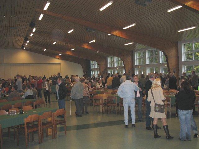 Auch die Stadthalle füllte sich schnell mit ehemaligen Schülern.