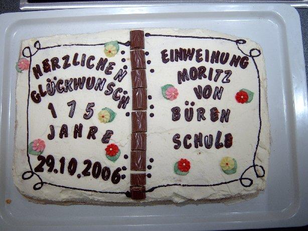 Ein mit viel Liebe gebackener Kuchen der zahlreichen Elternspenden für den Tag.