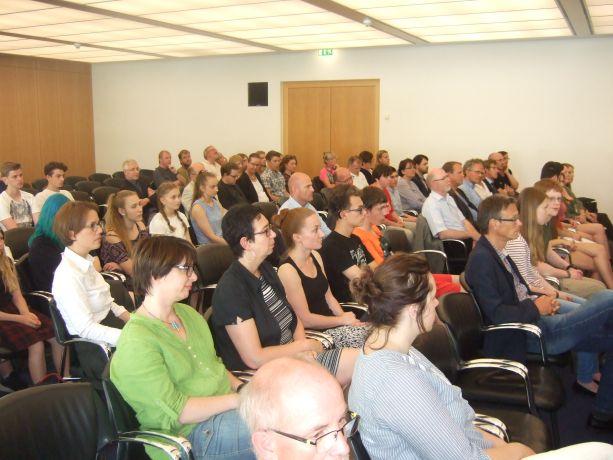Im Publikum Vertreter der ausgezeichneten Schulen.