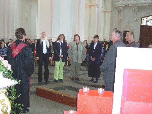 Auch die Paten werden in die Zeremonie eingebunden.