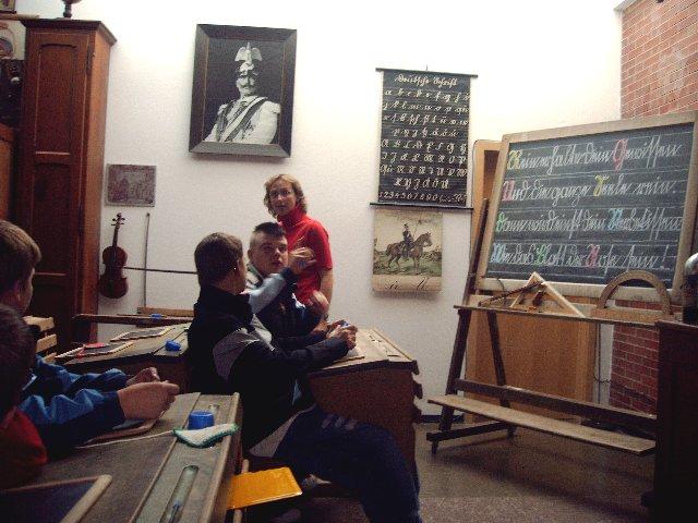 Informationen über die Schule von 100 Jahren holt man sich im Bürener Schulmuseum.