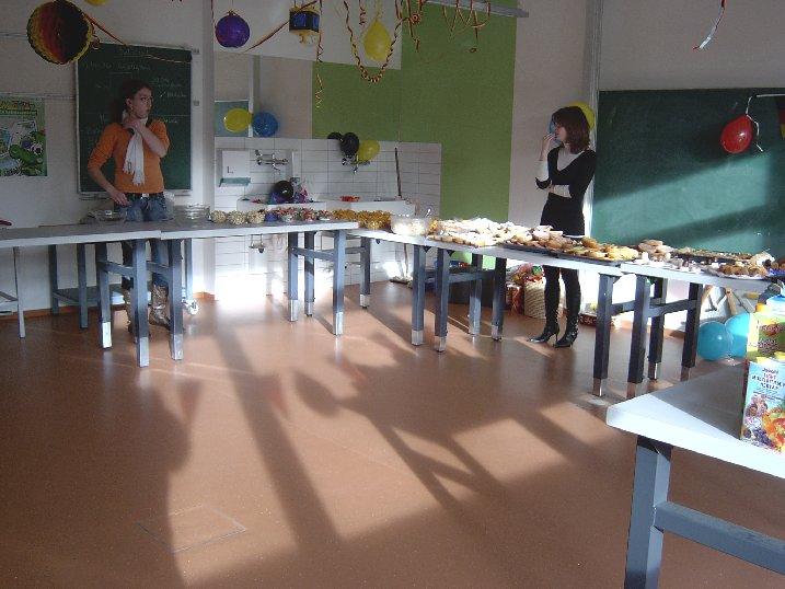 Auch dieses reichhaltige Buffet haben die Schüler selbst organisiert.