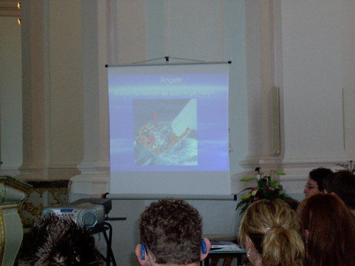 Die Schüler zeigen eine beeindruckende Powerpoint-Demonstration zu ihren Zukunftsgedanken.