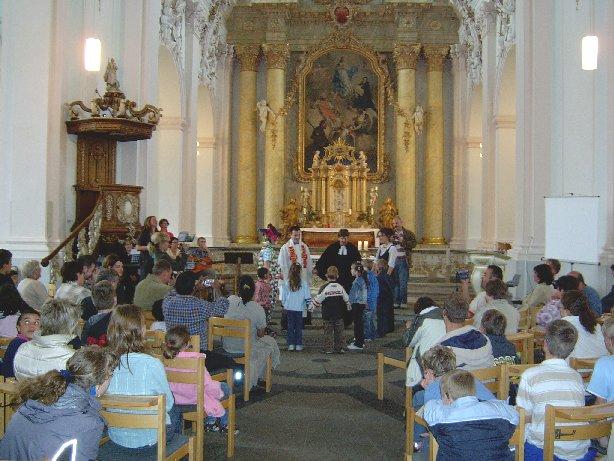 Die Feier beginnt mit einem Gottesdienst in der Jesuitenkirche.