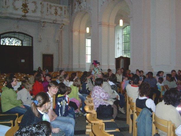 Ein Clown betritt die Kirche – da staunen alle!