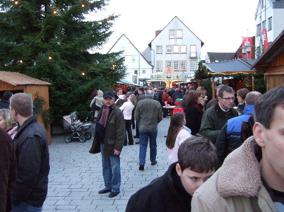 Den größten Andrang gibt es am Sonntag, wenn auch der Nikolaus hoch zu Pferd den Markt betritt.