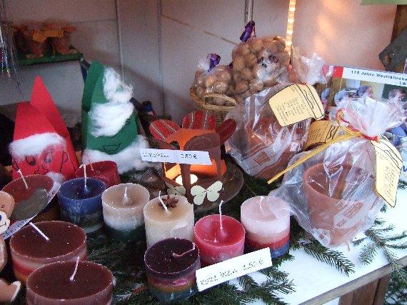 Auch Kerzen und selbst gebackener Topfkuchen gehörten zu den Rennern.