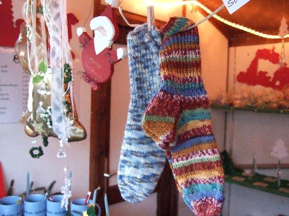 Die selbst gestrickten Socken wärmen dem neuen Besitzer sicher jetzt noch die Füße.