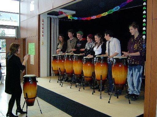 Die Trommler begeistern die Zuhörer mit tollen Rhythmen.