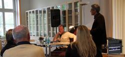 Prof. Assion begrüßt Peter Wawerzinek