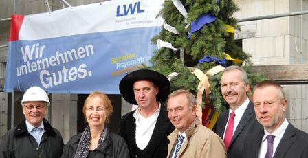 Gäste beim Richtfest der LWL-Tagesklinik Unna