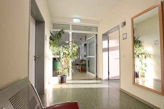 Flur im Behandlungszentrum Hörgeschädigte. Foto: Dr. Bernward Siegmund
