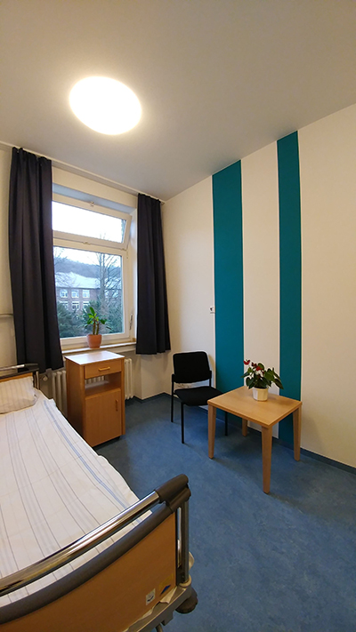 Ein Patientenzimmer auf der Station 18.3