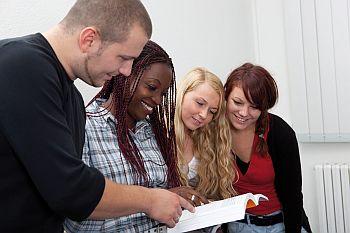 Foto zeigt Schülerinnen und Schüler