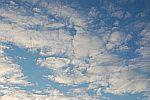Foto zeigt blauen Himmel