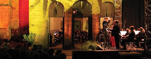 Das Bild zeigt ein Open-Air-Konzert. Foto: Nordwestdeutsche Philharmonie