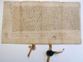 Das Bild zeigt eine aufgerollte Schriftrolle. Foto: LWL