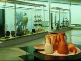 Das Bild zeigt einige Tonvasen. Foto: LWL-Museum für Archäologie