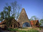 Das Bild zeigt die Glashütte Gernheim von außen. Foto: LWL-Industriemuseum
