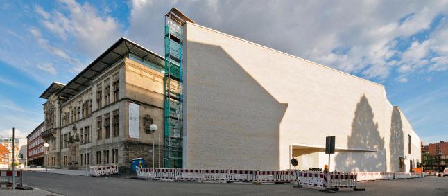Altbau und Spitze des Neubaus. Foto: EDK