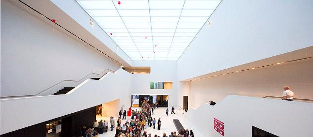 Das Foyer im Neubau 2013. Foto: Roman Mensing