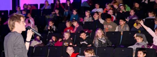 Dieses Bild zeigt einen vollen Kinosaal bei den SchulKinoWochen NRW
