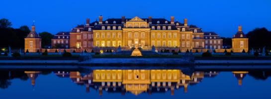 Das Bild zeigt das barocke Wasserschloss Nordkirchen, heute Sitz der Fachhochschule für Finanzen Nordrhein-Westfalen