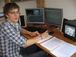 Hittorf-Schüler Paul Simon am Videoschnittplatz [rechts]