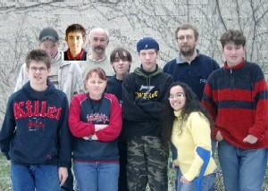 Hier sieht man das Redaktionsteam (von links nach rechts): Ideal, Marcel, Norman, Regina, Herr Schäffer, Miles, Andy, Carolyn, Herr Dettbarn und Danny