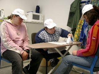 Hier kann man Schüler der W3 beim Bügeln beobachten