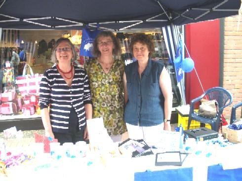 Der neue Vorstand: von links Inge Milde (Schriftführerin), Mechthild Wolterhoff (Vorsitzende), Hilde Fröder (Schatzmeisterin)