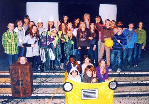 Schülerinnen und Schüler des Pestalozzi Gymnasiums aus Herne zu Gast an der Löchterschule, um ein einstudiertes Musical aufzuführen.