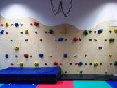 Die neue Kletterwand befindet sich im Therapiebereich.
