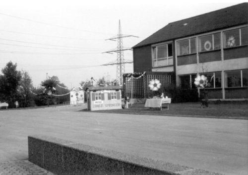 1969 - die Städtische Schule für Körperbehinderte Kinder in den Räumen der Grundschule an der Albert-Schweitzer-Straße in Gelsenkirchen