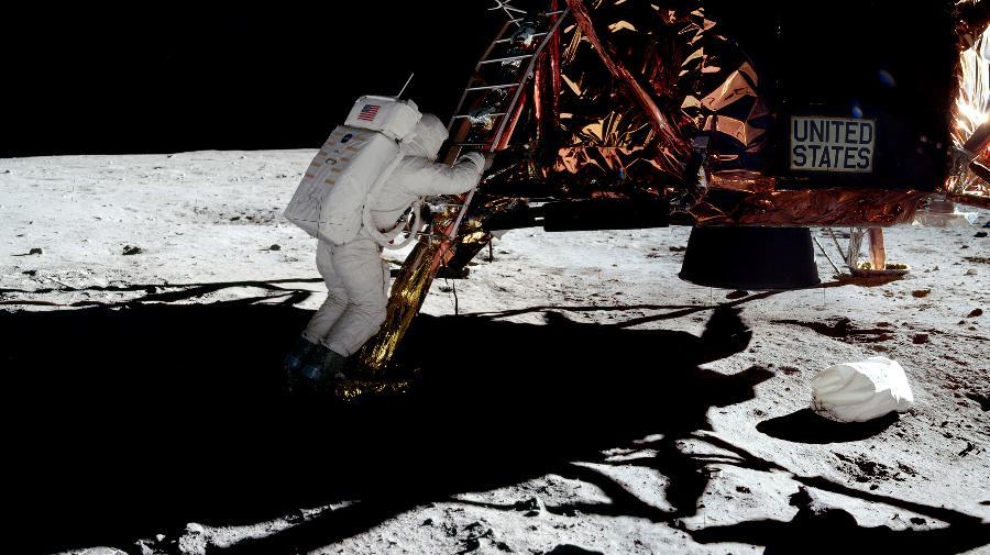 Apollo_11_(C)DavidByrne.jpg