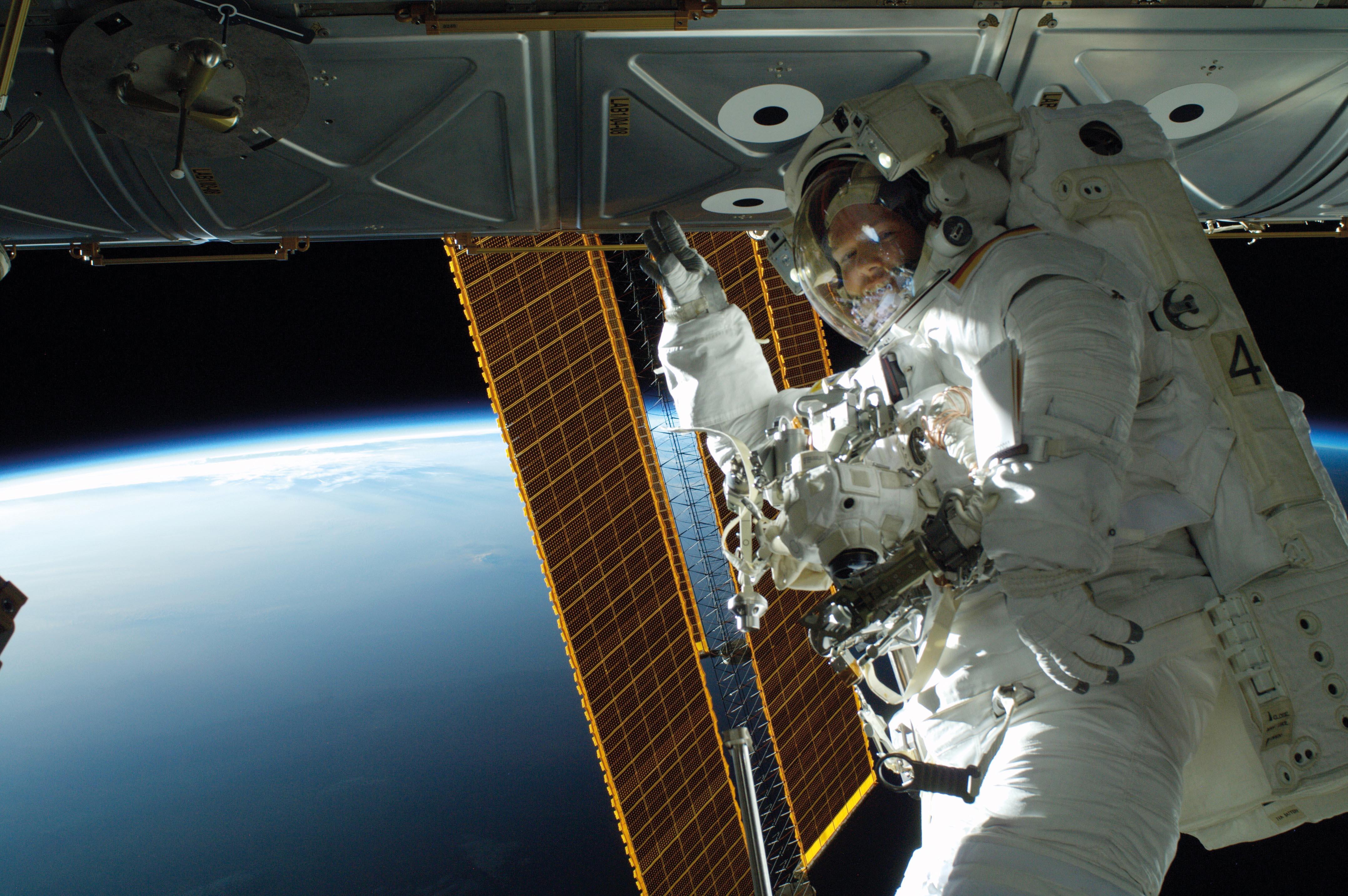 Bilddatei: Orbit_Alexander_Gerst_spacewalk_kl_(C)ESA,NASA.jpg