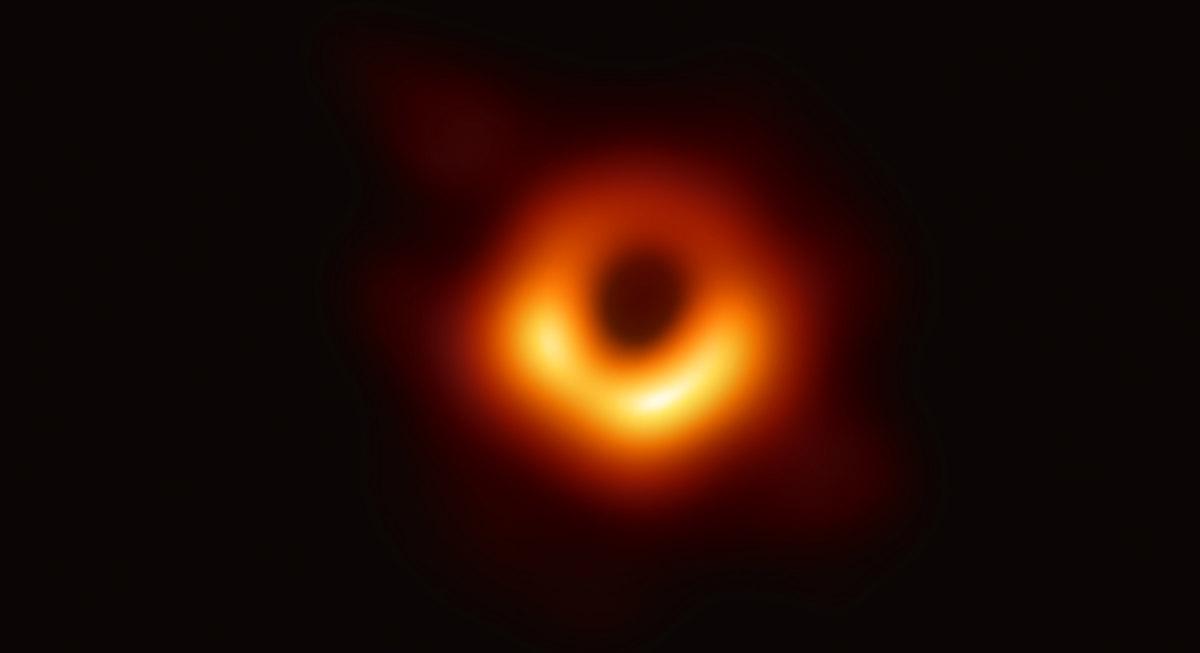 Bilddatei: blackholeg(C)event horizon telescope collaboration.jpg