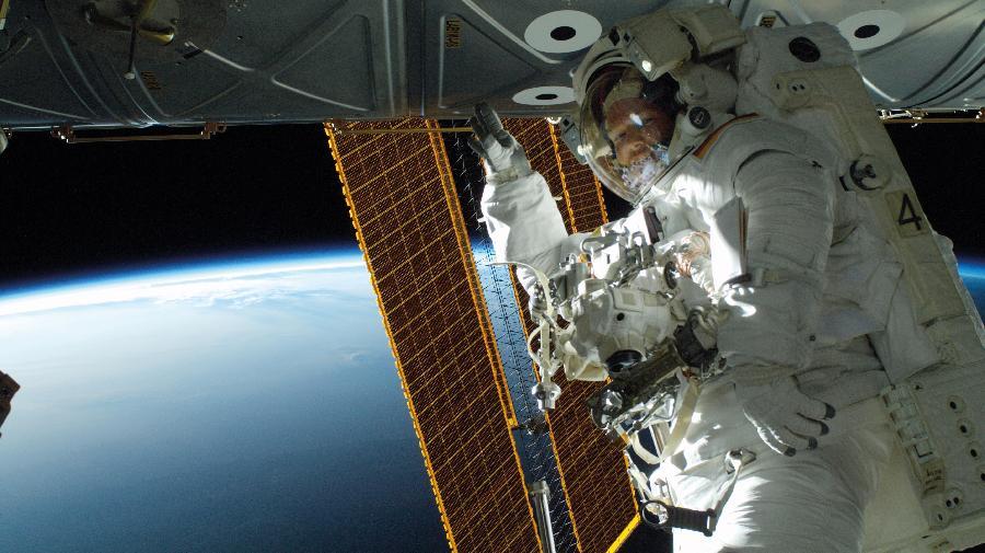 Orbit_Alexander_Gerst_spacewalk_kl_(C)ESA,NASA.jpg