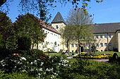 Gebäude der LWL-MRVK Schloss Haldem mit Gartenanlage (Link zur LWL-MRVK Schloss Haldem)
