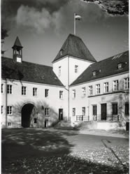 Hier sieht man ein Bild des Schlossgebäudes vor dem Umbau im Jahr 1986