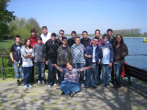 Verdauungsspaziergang am Rhein mit Gruppenfoto!