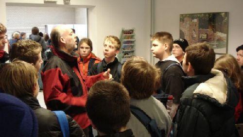 Begrüßung auf dem Lehrbauhof durch Herrn Feldmann