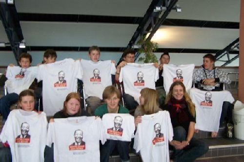 Nach getaner Arbeit! Die Aktiven mit dem MLK-T-Shirt!