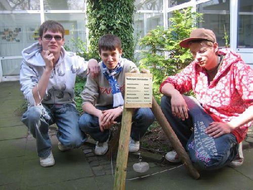 Erwin, Marc und Kevin präsentieren stolz ihr Projekt!