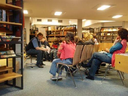 Interessierte Zuhörer der 6c und 7b bei der Lesung.