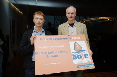 Nahmen den Preis für unsere Schule entgegen: Schulleiter Herr Winter und Herr Fabry